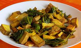 Mangoldový salát s marinovaným tofu