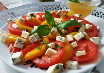 Rajčata s broskvemi a Nivou