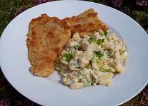 Svěží bramborový salát se salátem