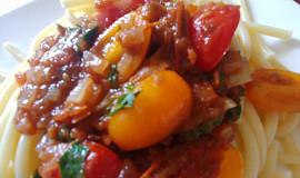 Těstoviny s třemi druhy rajčat