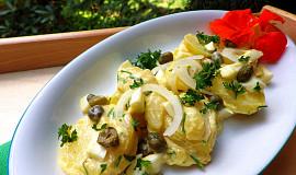 Bramborový salát s vaječným dressingem