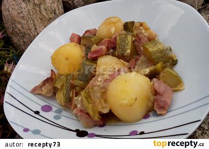 Cuketa /patizon s uzeným masem a bramborami z jednoho pekáčku