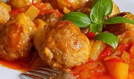 Kuličky z mletého masa v ostré zeleninové směsi