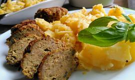 "Masové karbanátky s kapustou a cuketou +  ""chudý"" bramborový salát"