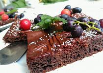 """Moučník """"à la sachr"""" s modrými hrozny a čokoládou"""