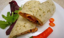 Wrap tortilla s zeleninovo-kuřecí směsí