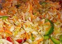 Zeleninový salát se zelím a ředkvičkami
