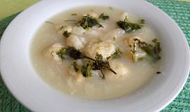 Květáková polévka s květákovými knedlíčky