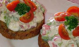Ředkvičková pomazánka se sýrem cottage a jarní cibulkou