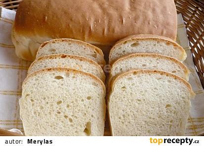 Pečeno v troubě v chlebíčkové formě. Místo sušeného droždí je 18 g čerstvého.