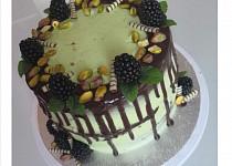 Čokoládový dort s pistáciovým krémem a ganache polevou
