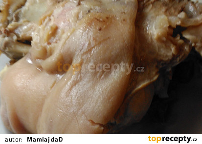 Uvařené prokrojené koleno na ovárek