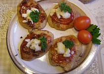 Placičky z vařených brambor se salsou a sýrem