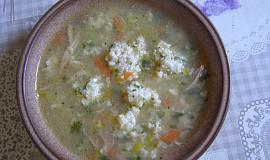 Kuřecí polévka s krupicovo-sýrovými noky