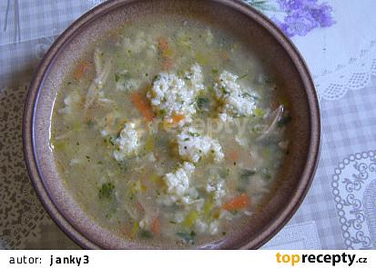Kuřecí polévka s krupicovosýrovými noky