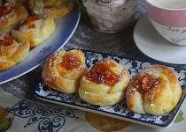Kynuté kytičky s meruňkovou náplní