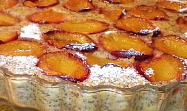 Litý bramborový koláč se švestkami a mákem