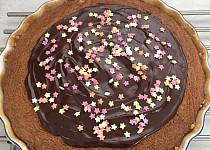 Oříškový koláč s rozinkami