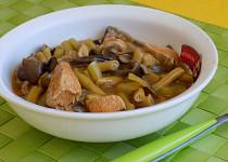 Houbový guláš s masem a zeleninou