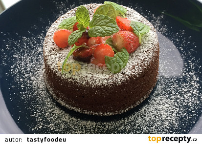 Lava Cake s mátou a jahodami
