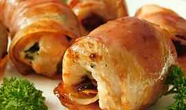 Slaninové závitky s kuřecím masem a sušenými rajčaty