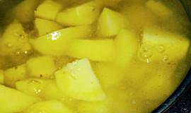 Vařené brambory s citronem