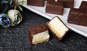 Cheesecake kostky v čokkoládové polevě