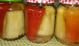 Papriky plněné kysaným zelím a paprikový salát