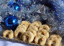 Rohlíčky s ořechovým posypem