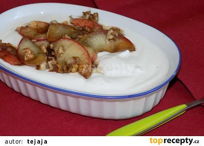 Jogurt s medovými jablky