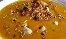 Kari polévka s dýní a kuřecím masem - svačinová