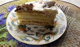 Mokka dort plněný šlehačkou