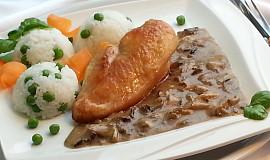 Přírodní kuřecí prso a houbovo-smetanová omáčka