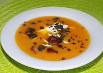 Sváteční polévka z dýně hokkaido