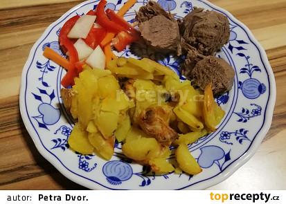 Jelení hrudí vařené obložené zeleninou