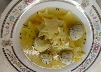 Vánoční polévka s rybími knedlíčky