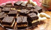 Kakaové brownies s arašídovým krémem