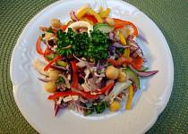 Salát s cizrnou a mozzarellou