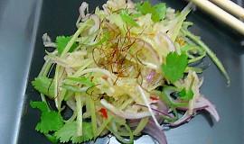 Thajský salát s hruškou