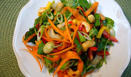 Thajský salát s kešu