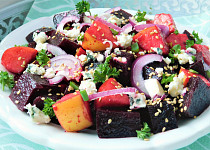 Bohatý salát z červené řepy