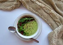 Krémová polévka z rukoly s praženými slunečnicovými semínky