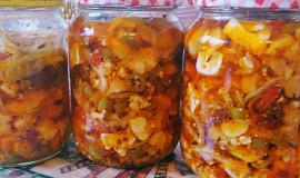 Nakládaná směs sýrů s olivami a sušenými rajčaty