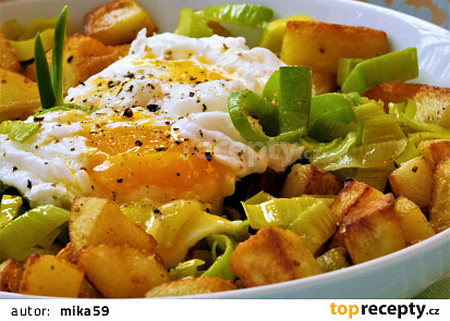 Opékané brambory s máslovým pórkem a ztraceným vejcem
