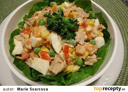 Tuňákový salát se salsa rosada