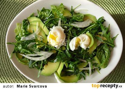 Zelený salát s avokádem a vejci