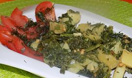 Bramborovo-kadeřávkový salát s arašídovým dresinkem