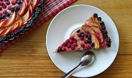 Ovocný koláč s jemným smetanovým krémem