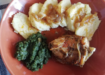 Pečený králík na česneku a cibuli