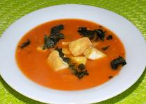Rajčatová polévka s tofu